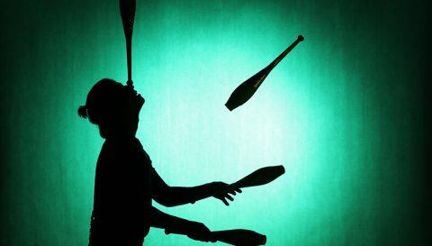 Im Jonglage Workshop lernen Ihre Mitarbeiter jonglieren