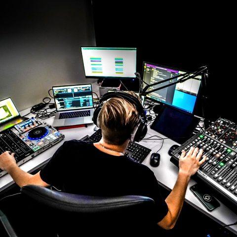 moderator_radio
